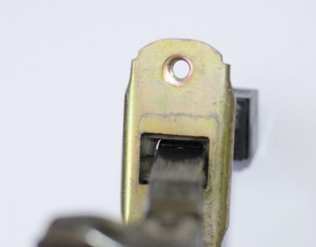 Как разобрать ограничитель двери
